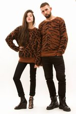 th_10938_1-Crewneck_Giraffe.JPG