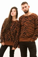 th_10938_2-Crewneck_Giraffe.JPG