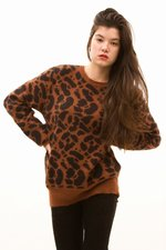 th_10938_4-Crewneck_Giraffe.JPG