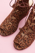 th_13360_5_LaceUpSuadeLeopard.jpg