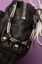 th_7991_Brenda Zip Chain Bag_Black - 5.jpg
