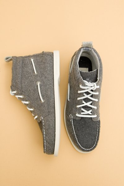 pop_9506_Crushed Leather Chukka_Grey - 1.jpg